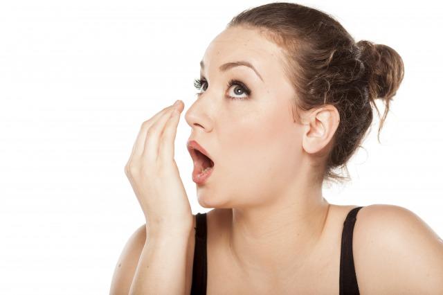 気になる口臭の原因と対策~あなたの息、同僚や後輩にチェックされているかも!?~